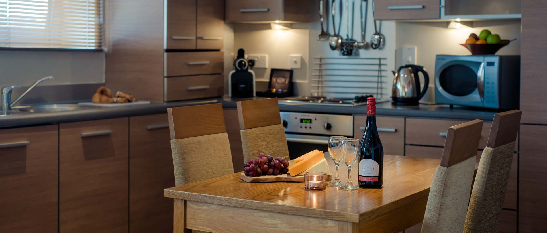 PREMIER SUITES Newcastle modern kitchen and dining area