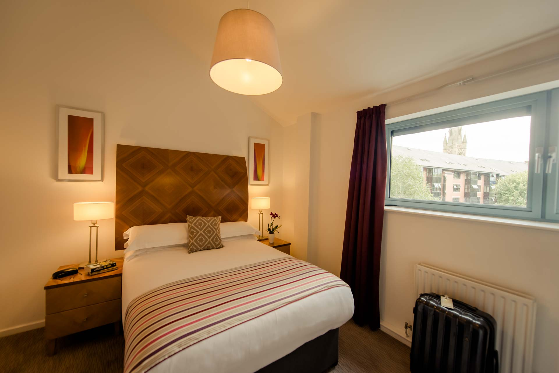 PREMIER SUITES Newcastle double bedroom with view of the city from the window