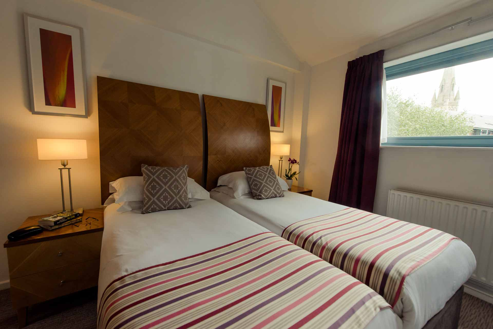 PREMIER SUITES Newcastle two single beds in a double room